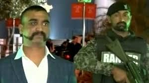 بھارتی وزیر نے پاکستان کی طرف سے رہا پائلٹ سے ملاقات کی